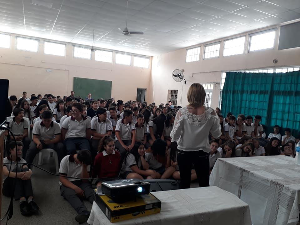Estudiantes de la Escuela Secundaria María Grande D34